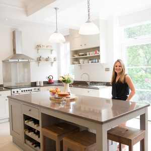 Traditional kitchen, shaker style, siltstone worktop, Nikki Rees.com interior designer Wimbledon london surrey
